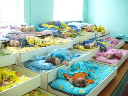 Почему приснился детский сад: особенности толкования по сонникам