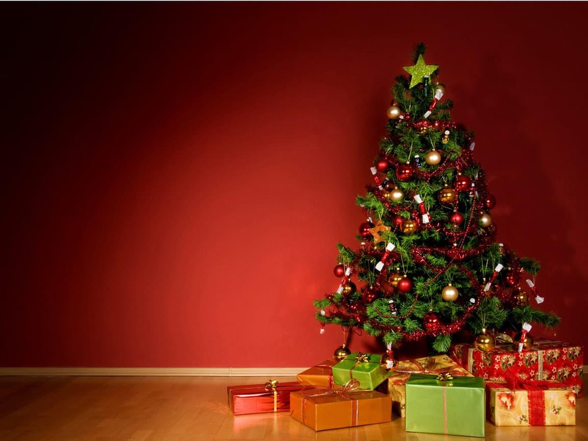 Елка и подарки