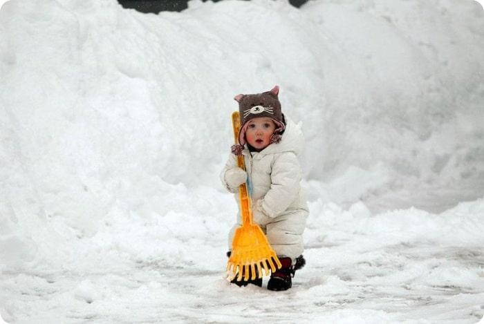 Ребенок с лопаткой