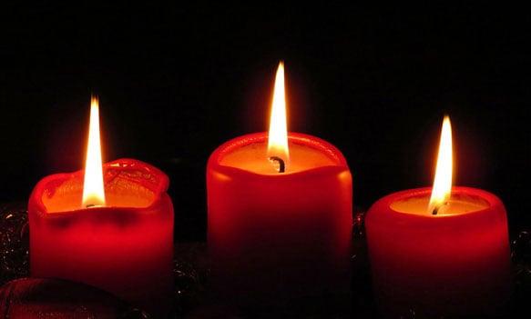 Три горящие свечи