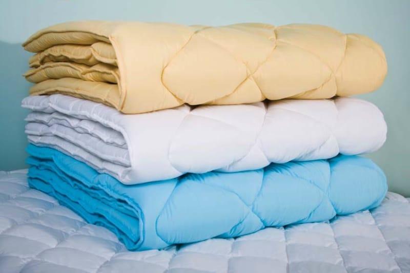 Сложенные одеялка