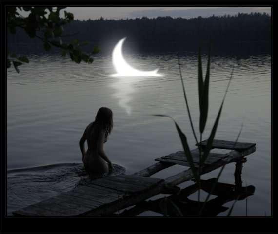 При луне