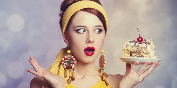 Тортик у девушки