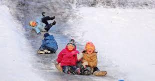 Детки катаются