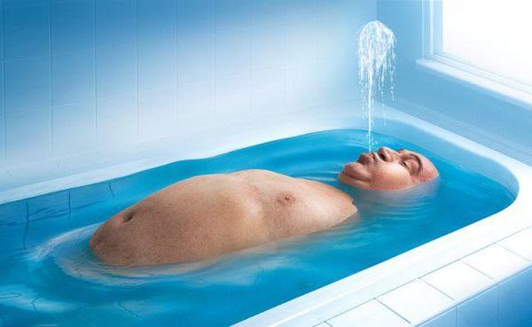 Мужик в ванной