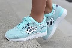Голубые кроссовки