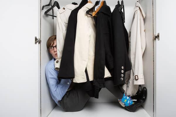 Спрятался в шкафу