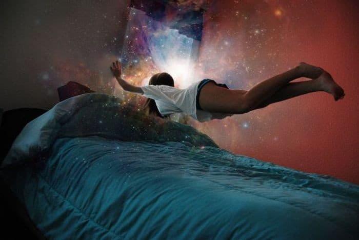 Полет над кроватью