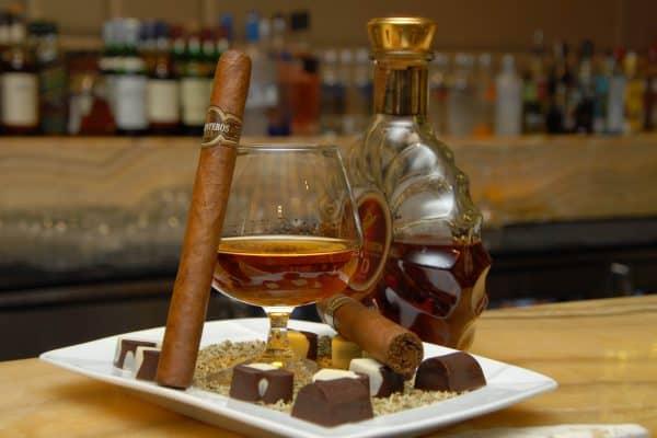 Сигара, коньяк и шоколад