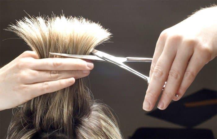 Обрезание кончиков волос