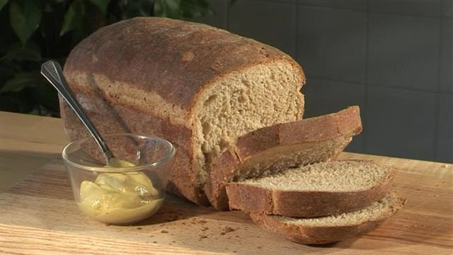 Приснился чёрный хлеб — трактовка по различным сонникам