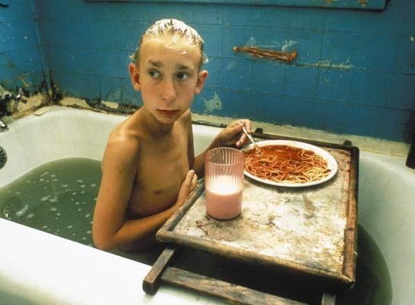 Парень в ванной