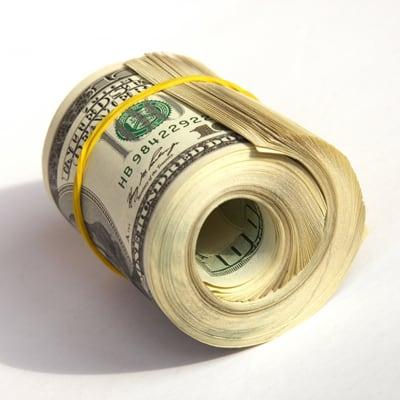 Доллары свернутые  и перетянутые резинкой