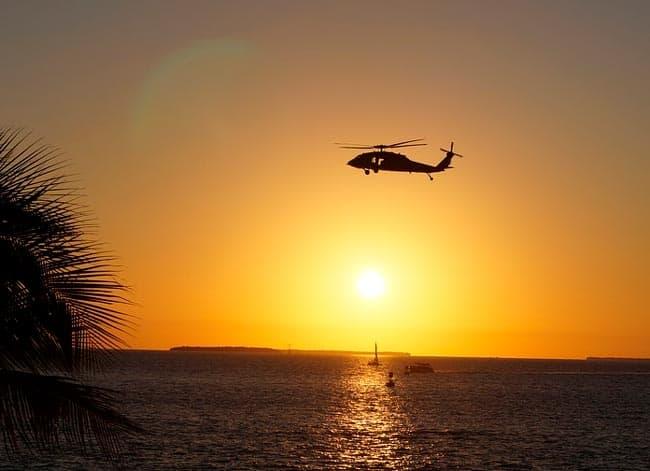 Летящий вертолет