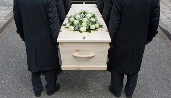 Белый гроб