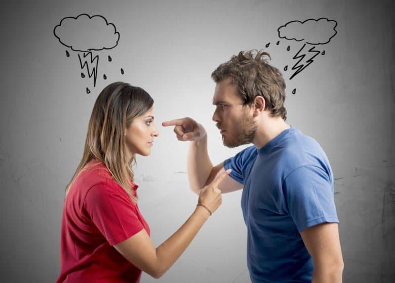 зеркало в спальне может стать причиной ссор