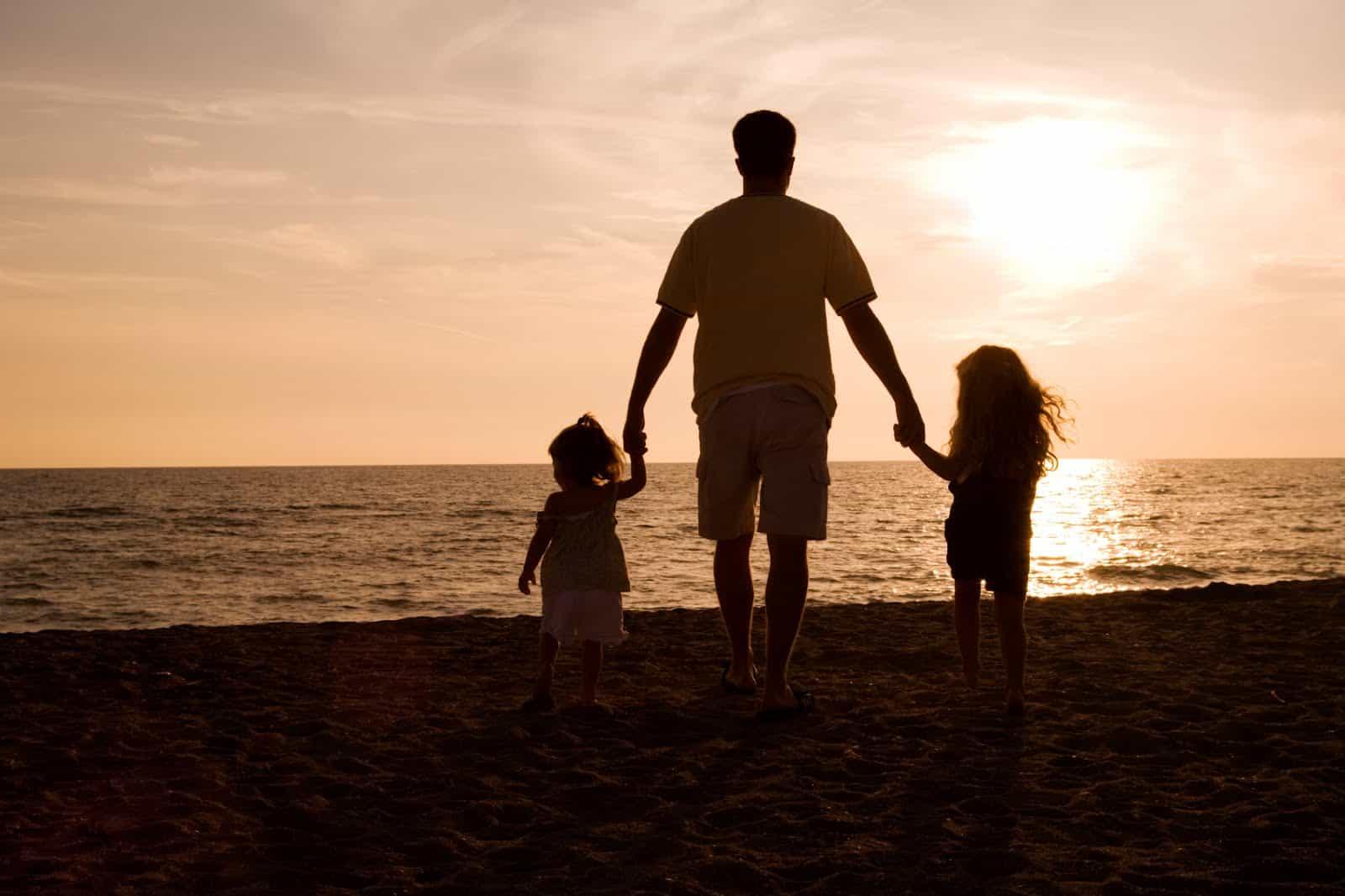 К чему снится покойный отец по толкованиям сонников и по общим значениям сновидения
