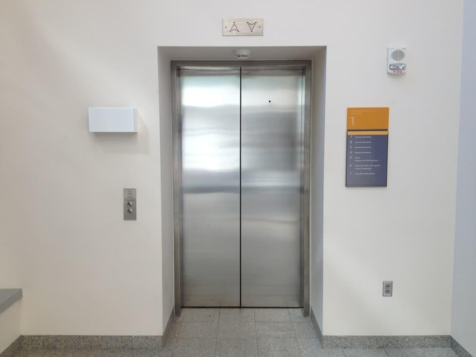 К чему снится подниматься на лифте по сонникам Медеи, Цветкова, Миллера