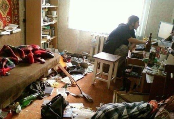 Захламленная комната