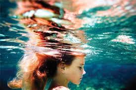 В воде