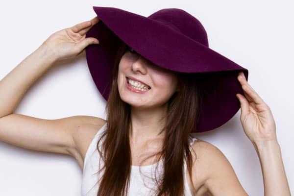 Девушки в шляпке