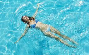 Плавать на спине