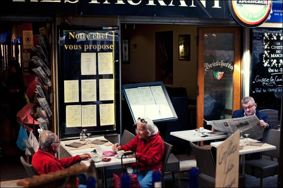 Посетители в кафе