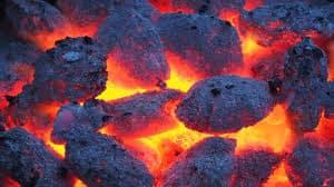 Приснился уголь – нюансы расшифровки по разным сонникам