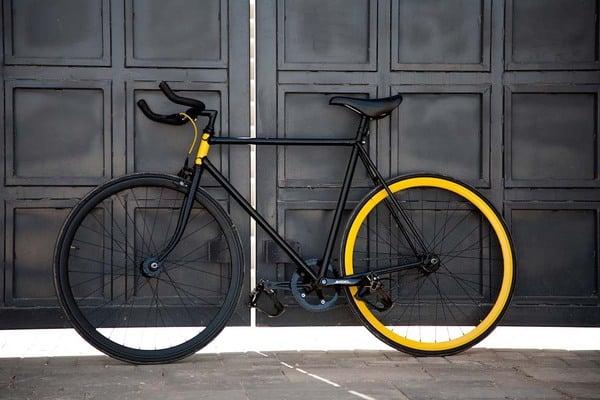 Черный велосипед