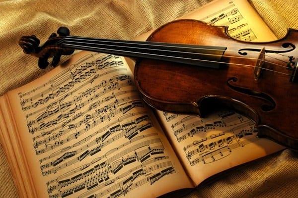 Ноты и скрипка