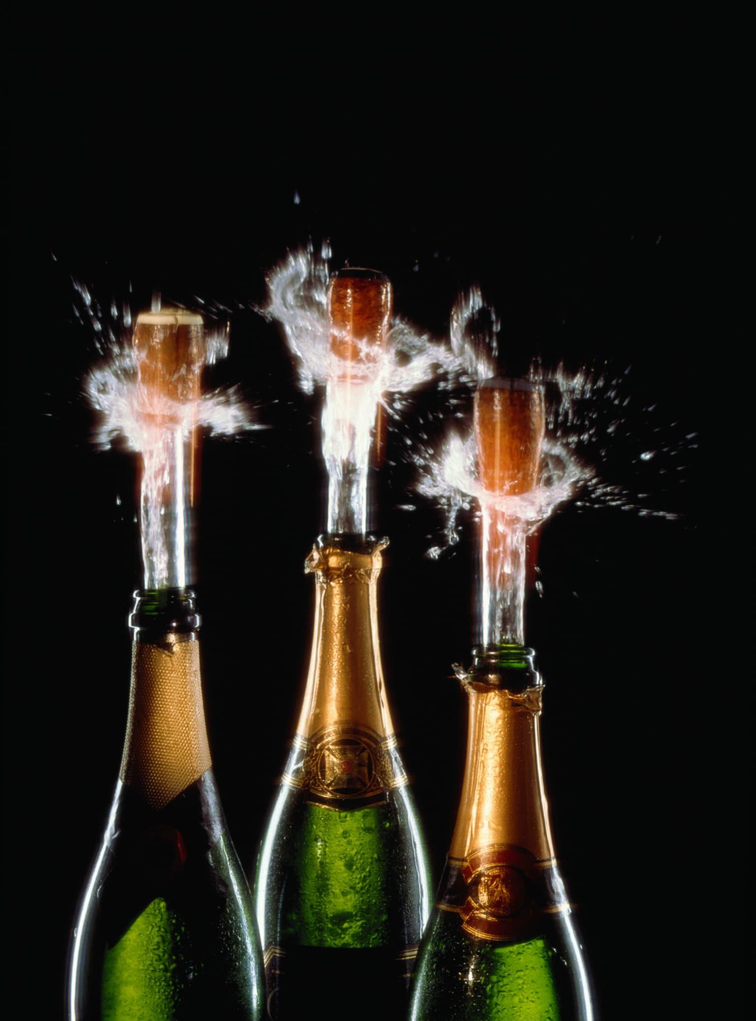 Три бутылки шампанского