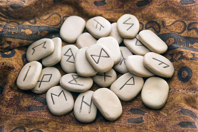 Руны на теле человека: значение символов