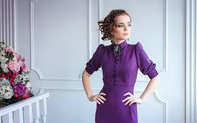 Женщина в фиолетовом