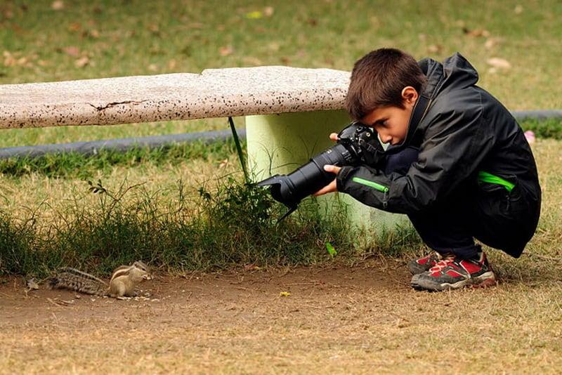 Мальчик фотограф