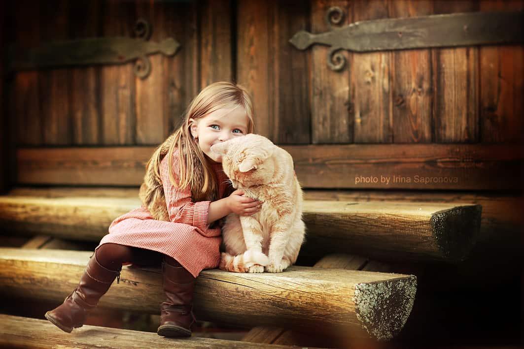 Девочка с котиком