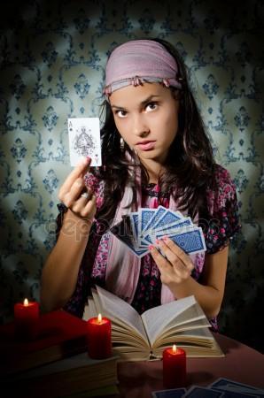 Девочка с картами