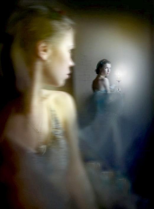 попробуйте увидеть прошлую жизнь в зеркале