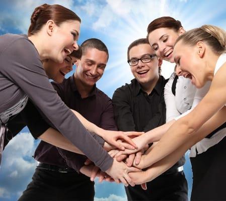 важно поддерживать положительную атмосферу в коллективе
