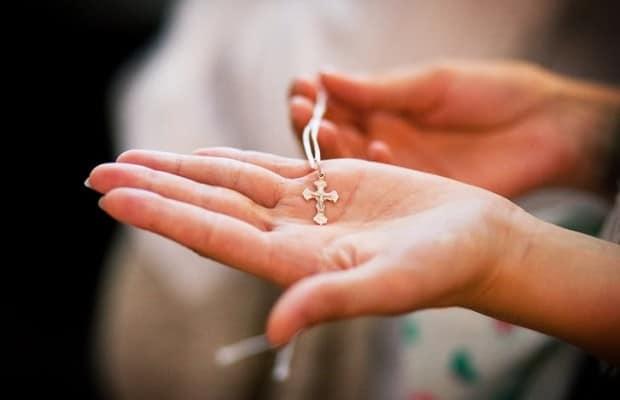 Крестик на руке