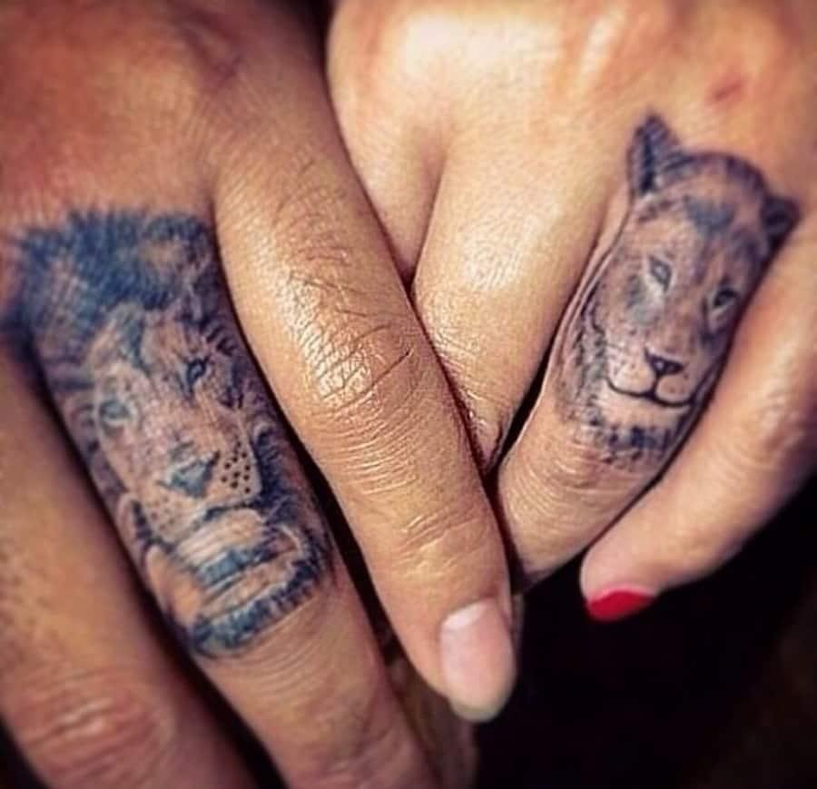 оригинальное тату льва на пальце фото