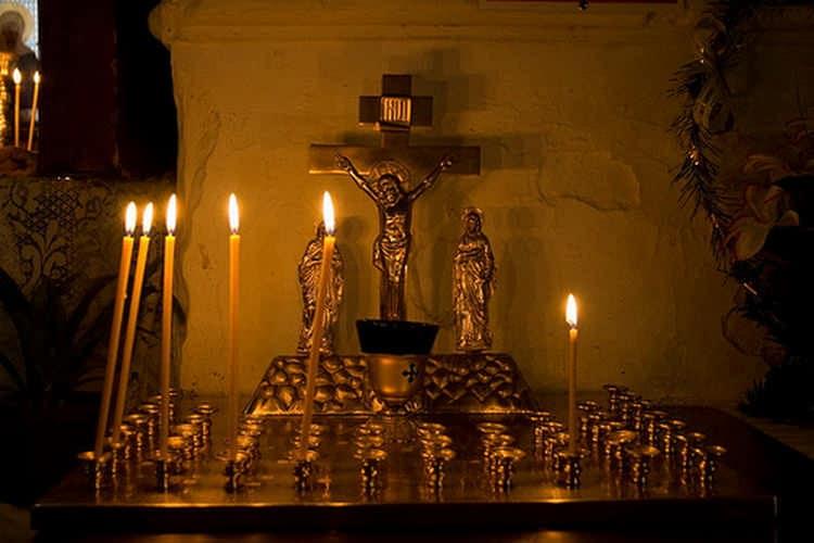как ставить свечу за упокой