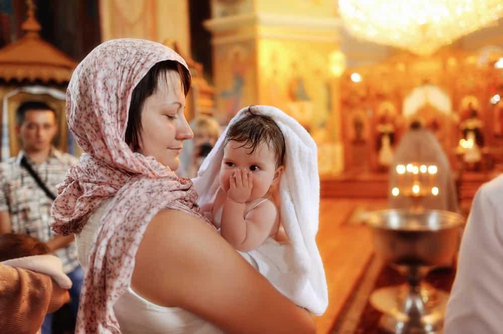 Кто может быть крестными родителями у ребенка
