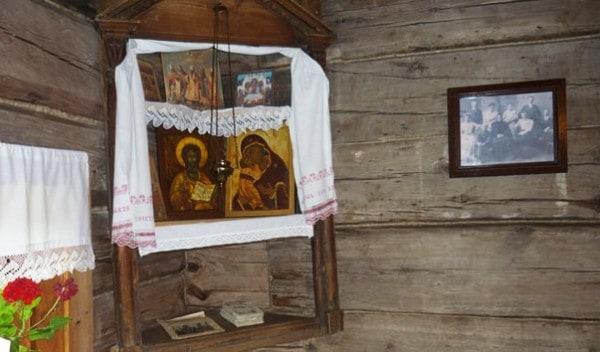 Какую икону вешают над входной дверью и напротив входной двери: название иконы, имя Святого. Можно ли вешать Распятие, крест над входной дверью в квартире, доме? Можно ли вешать иконы в коридоре?