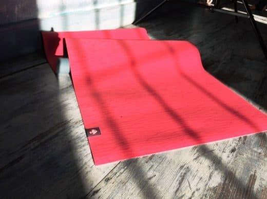 коврик для йоги долговечнее коврика для фитнеса