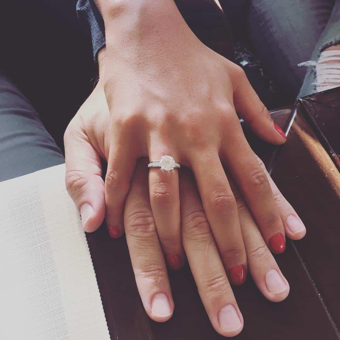 помолвочное кольцо с бриллиантом фото