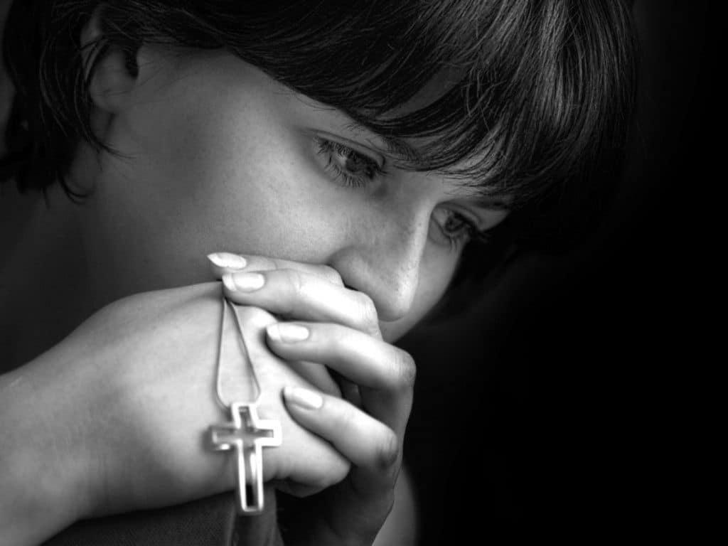Молитвы за сына: 8 сильных молитв о защите, удаче и здоровье