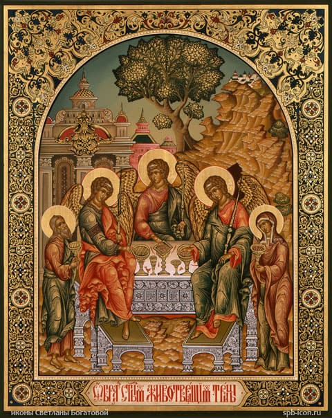 Икона святой троицы куда вешать