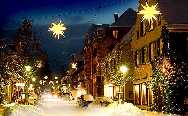 фонари на улицах Швеции в Новый год