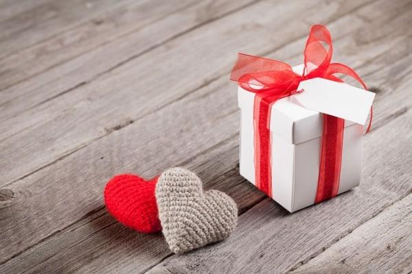 порадуйте кого-то подарком