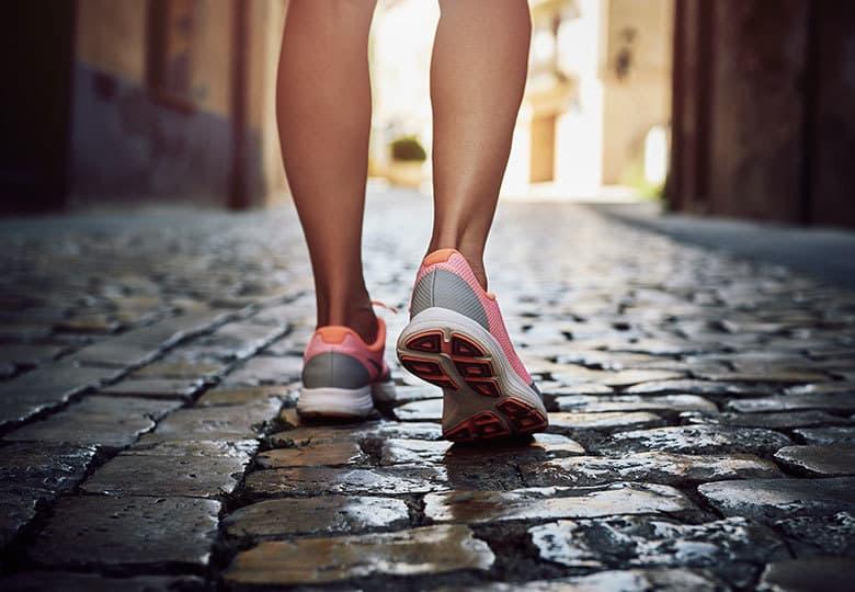 покупайте в апреле только удобную обувь